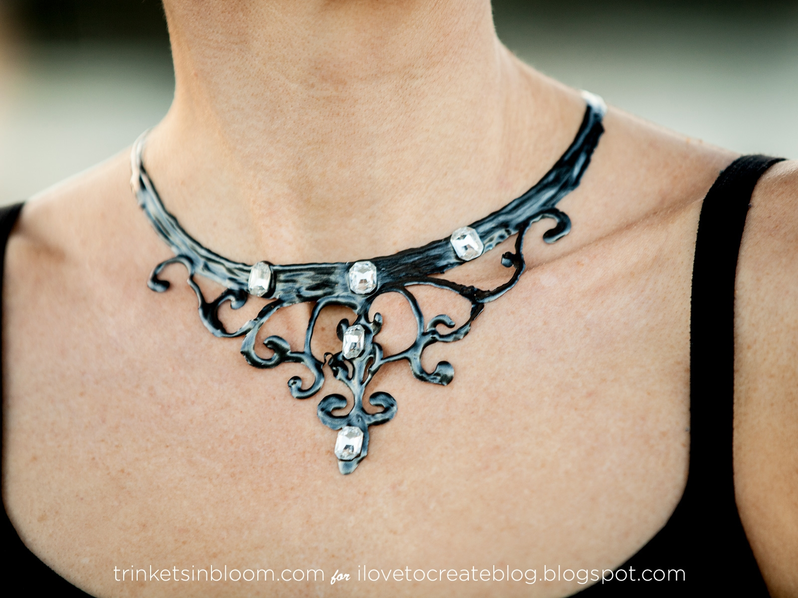 Halloween Necklace DIY