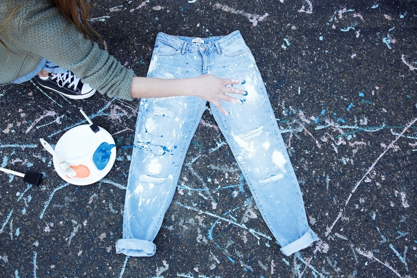 How To Splatter Paint Jeans