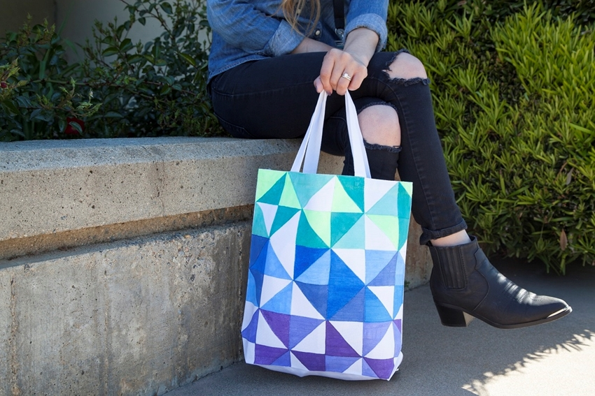 Picture of Geometric Triangle Marker Tote