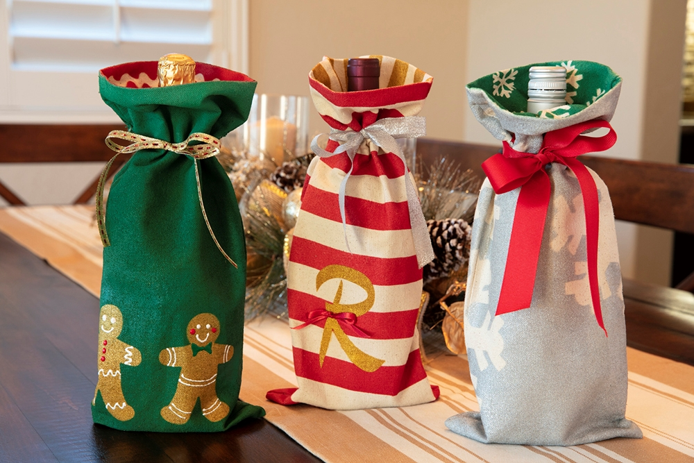 Picture of Fabric Spray Paint Custom Holiday Wine Bags