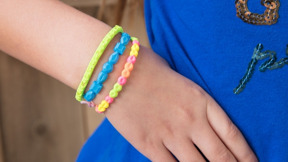 Tulip Summer Crafts for Kids - Puffy Paint Bracelet
