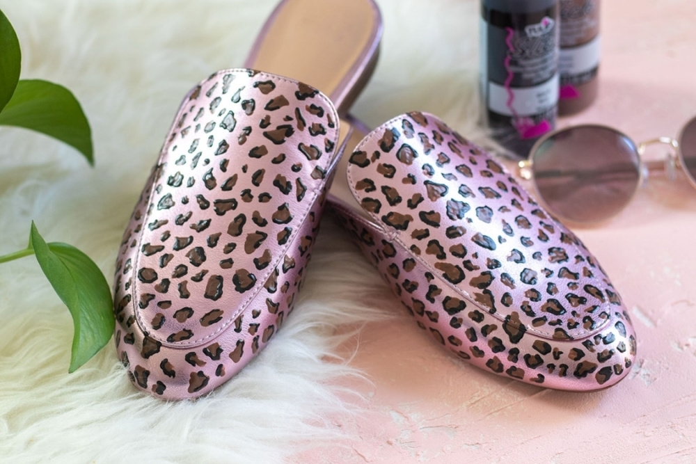 How To Paint Leopard Print with Dimensional Paint - create base splotches with brown Dimensional Paint