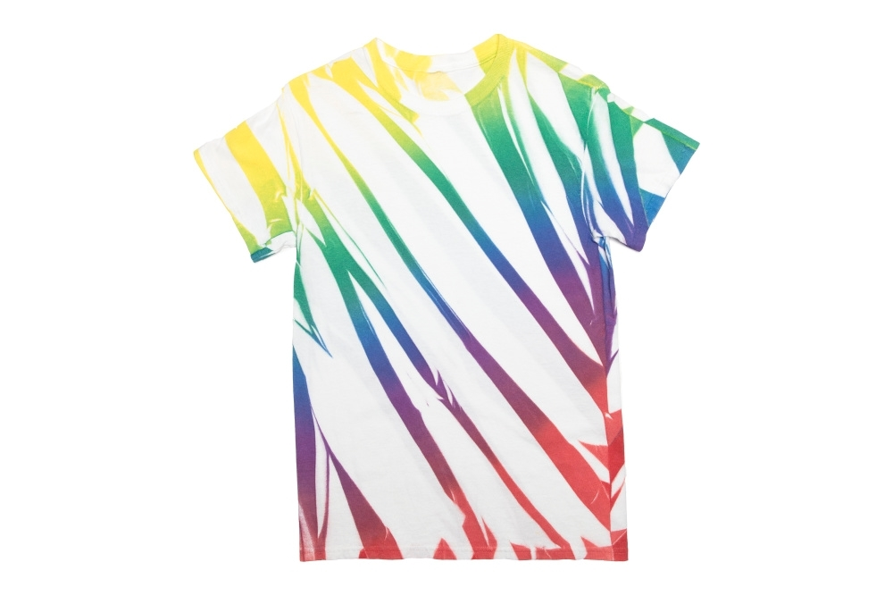 6 New Ways to Tie Dye with Spray-On Color - fabric spray paint diagonal pleats