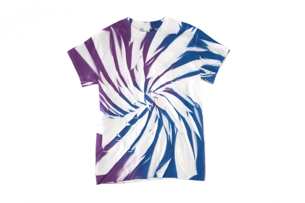6 New Ways to Tie Dye with Spray-On Color - fabric spray swirl