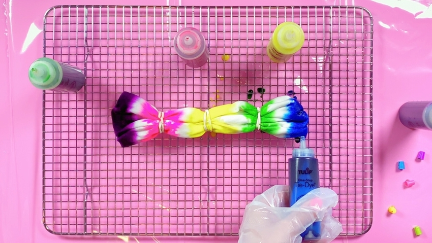 Tulip Tie-Dye Fashion Kit - striped headband - apply dyes