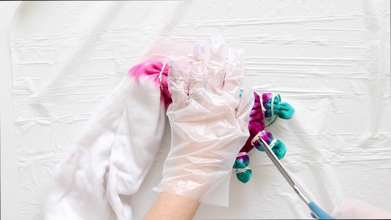 Tie-Dye Picnic Blanket – Cut off rubber bands