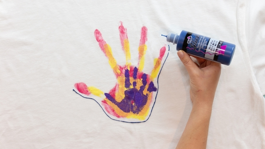 Outline handprint design with Dimensional Paint