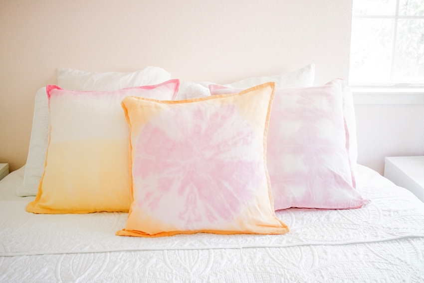 Picture of How To Tie Dye Throw Pillows