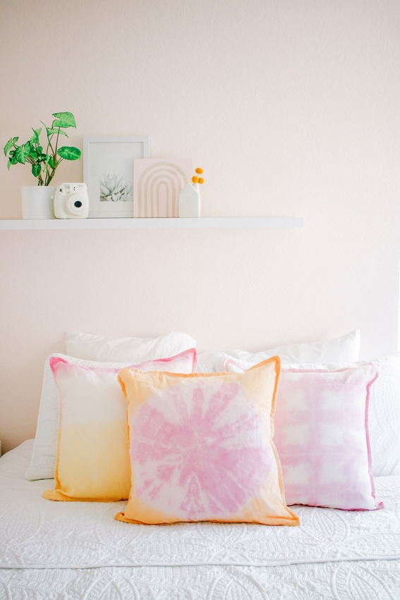 Tulip tie-dye pillow covers