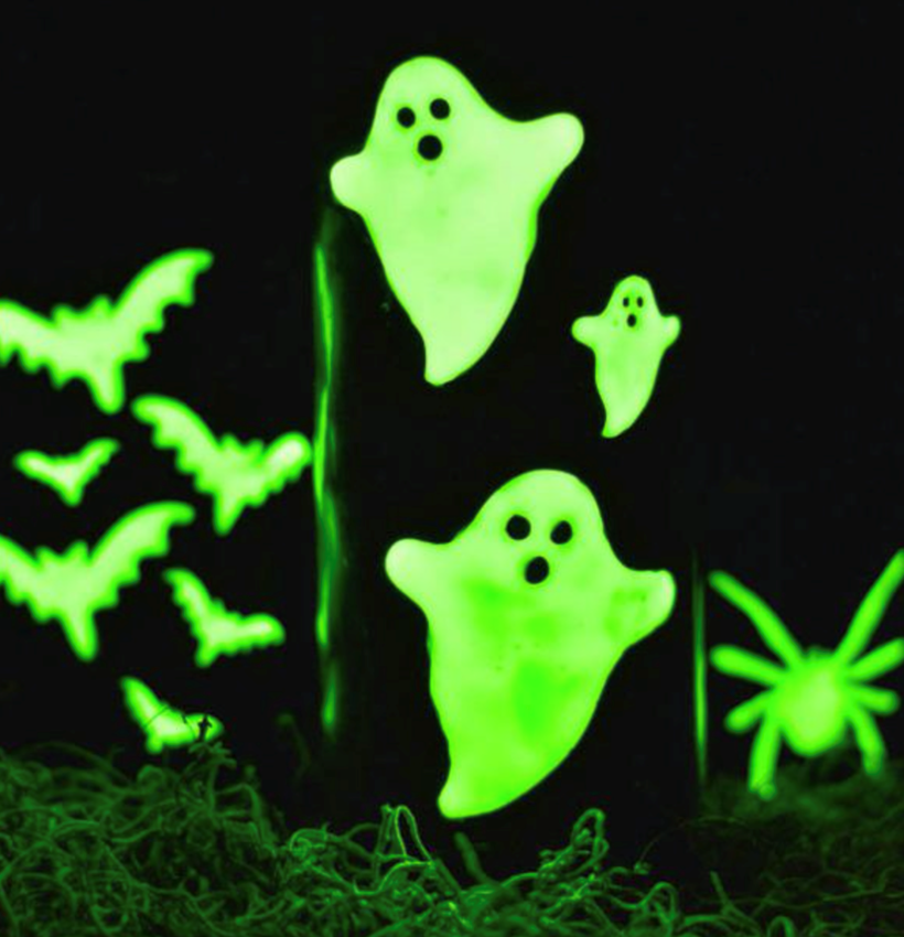 Picture of Glow-in-the-dark Halloween Candles Made with Tulip Glow Paint
