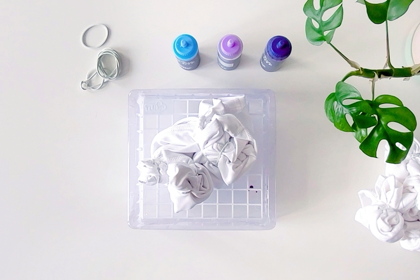 Scrunch and bind fabrics using rubber bands