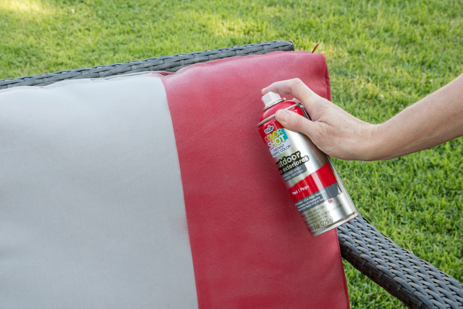 Picture of Upcycle your outdoor furniture with Tulip ColorShot Fabric Spray!
