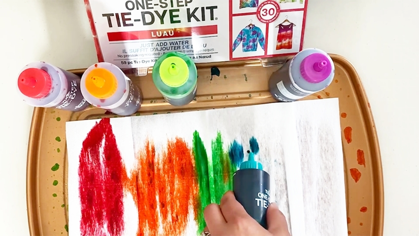 Apply dyes in rainbow order or as desired