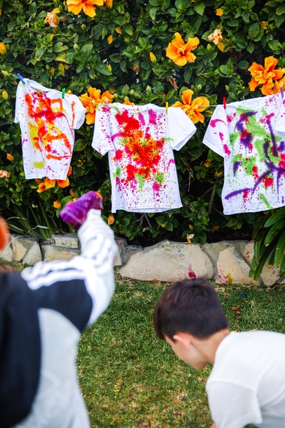 Have fun squirting T-shirts with tie dye