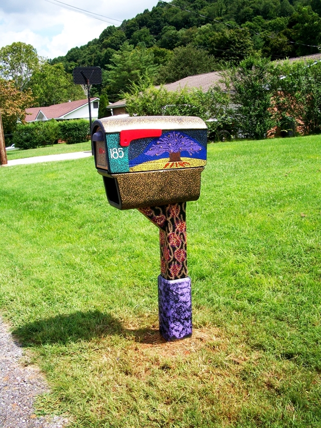 Abigail's Puff Paint decorated mailbox