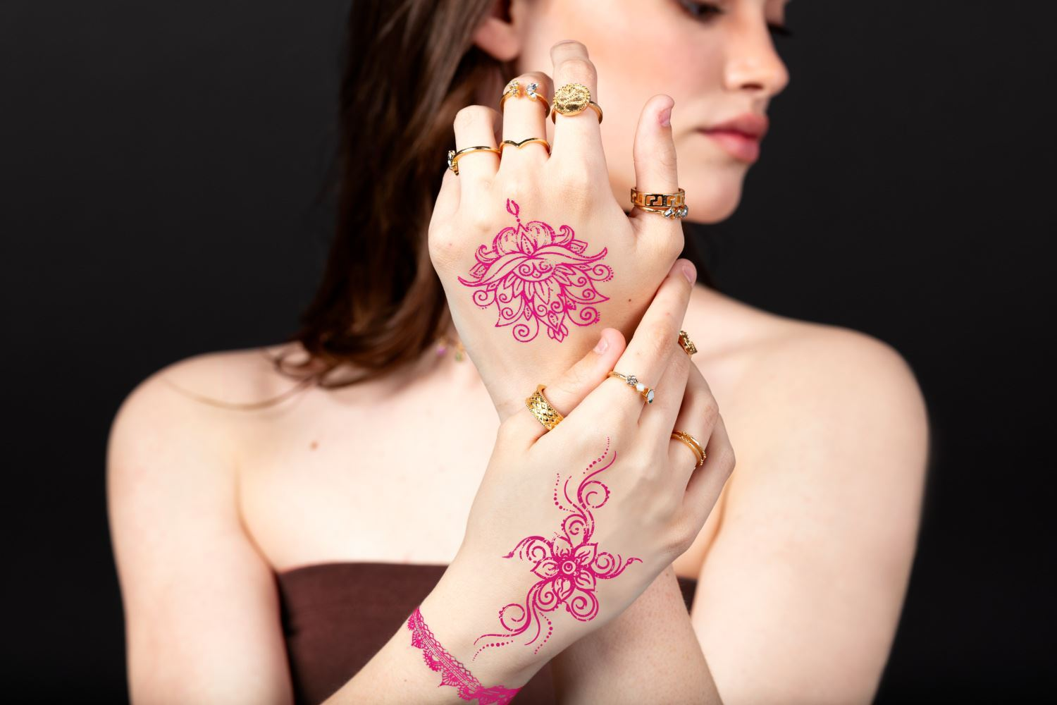 45633 Ultimate Henna Color Vibrant Tattoo Kit Design on Two Hands